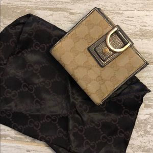 GUCCI WALLET. USED. Comes with Gucci Dust Bag.